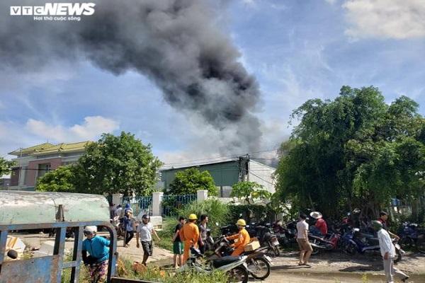 Kho chứa hải sản ở Quảng Nam bốc cháy ngùn ngụt. Ảnh VTC  news