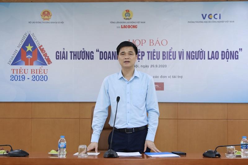 Ông Ngọ Duy Hiểu, Phó Tổng Liên đoàn Lao động Việt Nam chủ trì họp báo