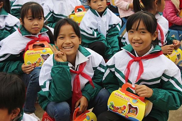Đi đôi với sự phát triển  Công ty  TNHH Long Hải còn làm tích cực trong công tác từ thiện cho trường học