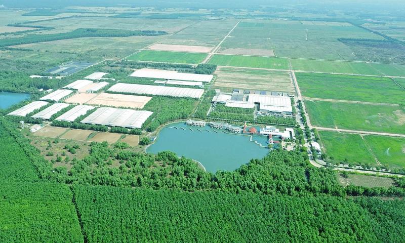 """Không chỉ gây ấn tượng với quy mô lớn và sự hiện đại, trang trại của Vinamilk tại Tây Ninh còn được biết đến với không gian xanh mát, lý tưởng như """"resort"""""""