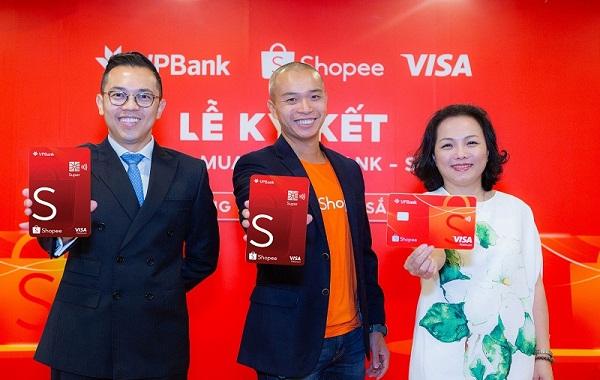 Đại diện ba bên Visa, Shopee và VPBank trong buổi ra mắt sản phẩm