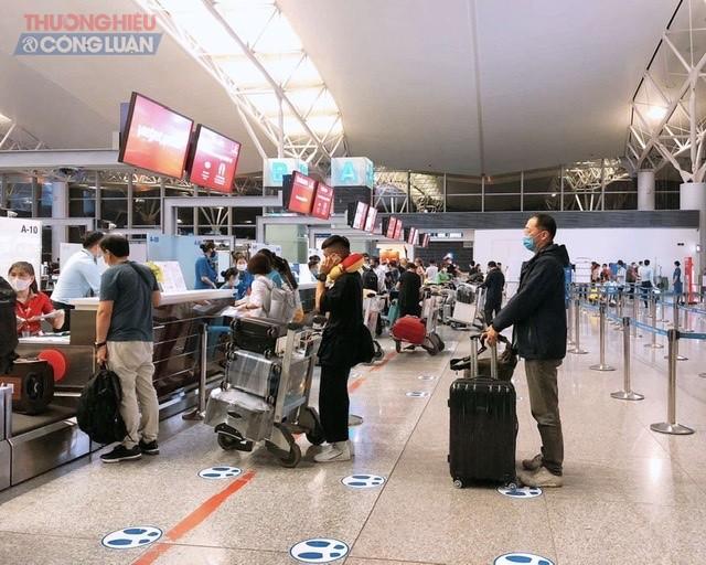 Hãng hàng không thế hệ mới Vietjet chính thức khai thác trở lại 2 chuyến bay thương mại quốc tế đầu tiên mang số hiệu VJ962 từ Hà Nội đi Seoul