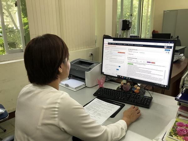 Chuyên viên phòng KTGSMBĐ tiếp nhận phiếu yêu cầu trên phần mềm Chăm sóc khách hàng CRM