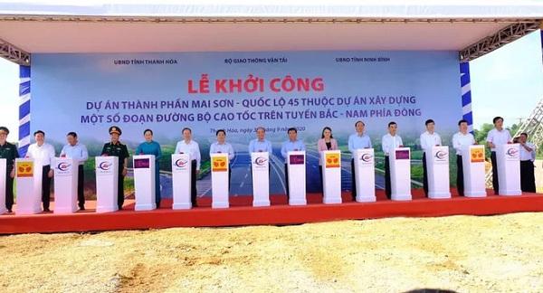 Thủ tướng Nguyễn Xuân Phúc và các đại biểu ấn nút khởi công