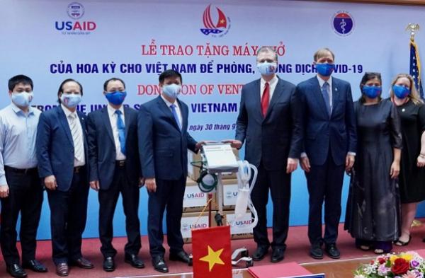 Lễ trao tặng máy thở của Mỹ cho Việt Nam để phục vục công tác phòng, chống Covid-19 (Ảnh: USAID Việt Nam)