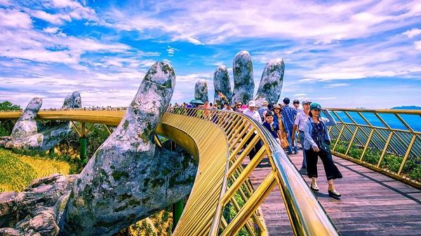 ngày 20/9, Khu du lịch Sun World Bà Nà Hills đã chính thức đón khách trở lại sau gần hai tháng chống dịch.