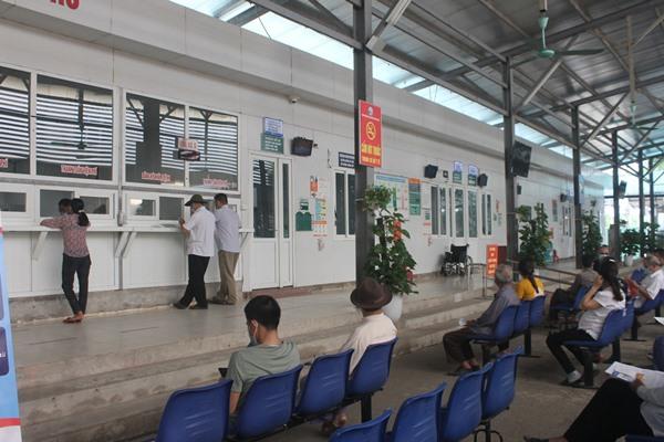 Bệnh viện Đa khoa tỉnh Vĩnh Phúc bố trí khu vực cho bệnh nhân ngồi chờ khám bệnh sạch sẽ, thoáng mát.