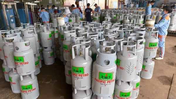 Giá gas tháng 10 tăng thêm 6.000 đồng mỗi bình 12kg