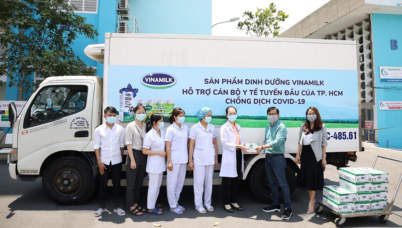 Vinamilk luôn là công ty tích cực đồng hành cùng Chính phủ và cộng đồng trong các hoạt động phòng chống dịch bệnh.