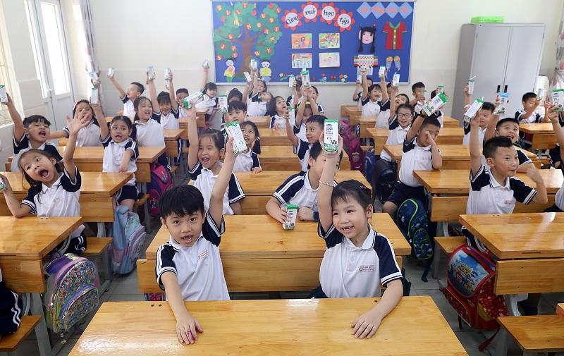 Vinamilk cũng tích cực đồng hành cùng nhiều tỉnh, thành cả nước trong chương trình Sữa học đường