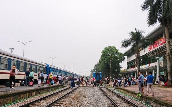 Hành khách có thể mua vé tàu Tết theo hình thức trả góp