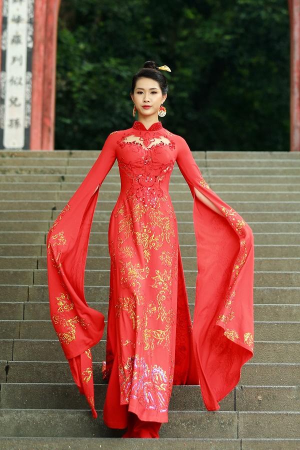 Bộ sưu tập góp phần khẳng định và tôn vinh giá trị của áo dài trong đời sống xã hội, khơi dậy niềm tự hào dân tộc.