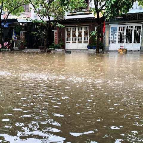 Nhiều con đường ở TP Huế biến thành sông từ ngày 7.10