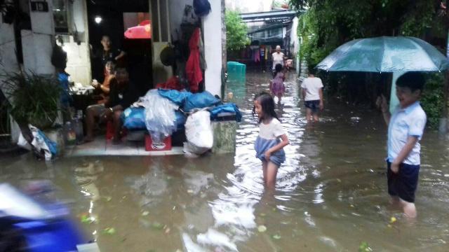 nhiều nhà dân ngập trong nước