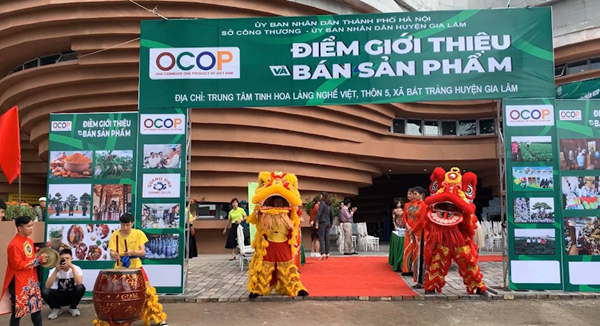 Lễ khai trương điểm giới thiệu, quảng bá và bán sản phẩm OCOP tại Trung tâm tinh hoa làng nghề Việt