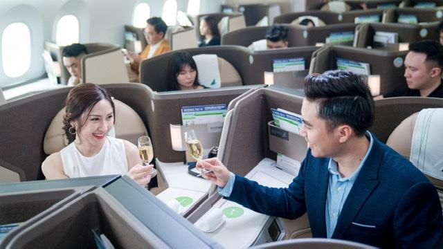 Khách hàng hạng thương gia được Bamboo Airways chăm sóc chu đáo với các dịch vụ từ mặt đất cho tới khi lên tàu bay.