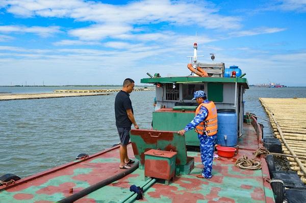 Cảnh sát biển tạm giữ trên 20 nghìn lít dầu DO không rõ nguồn gốc tại khu vực biển Long Châu - Hải Phòng