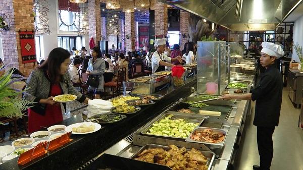 Mua vé cáp treo Fansipan sẽ được tặng buffet trưa trị giá 200 nghìn đồng.