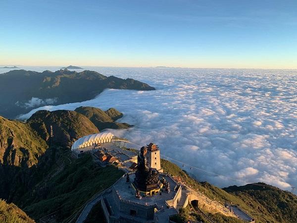 Tháng 10 cũng là mùa săn mây trê đỉnh Fansipan.
