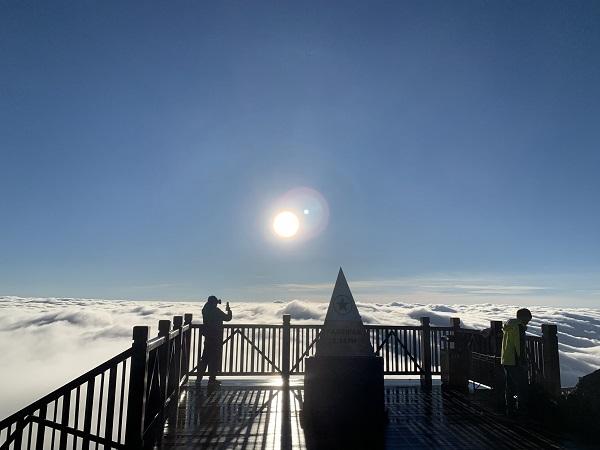 Biển mây kỳ thú trên đỉnh Fansipan.
