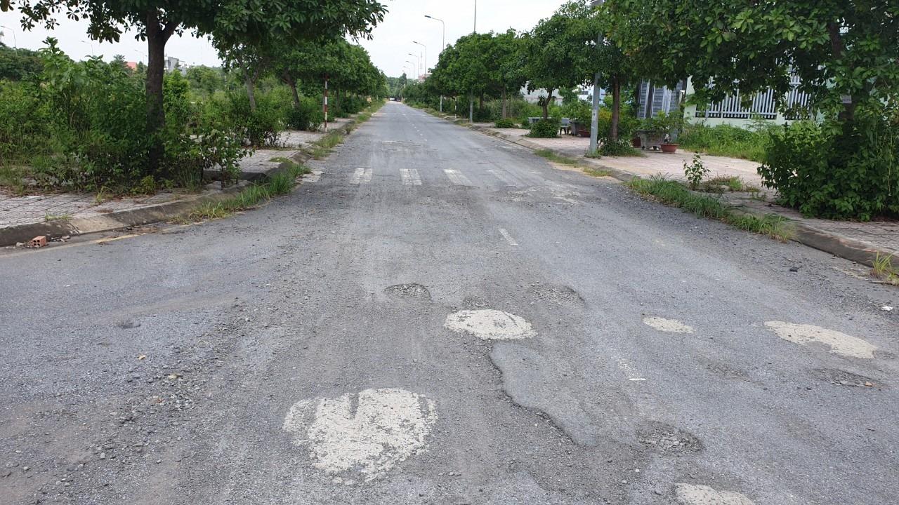 Đường nội khu tại khu dân cư Gold hill bị hư hỏng khi mới đưa vào sử dụng một thời gian