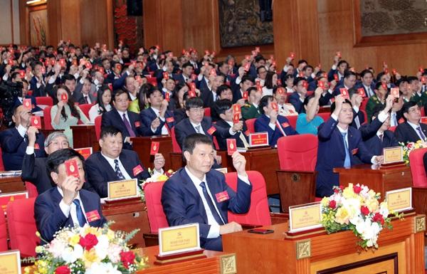 Các đại biểu biểu quyết bầu Đoàn chủ tịch Đại hội