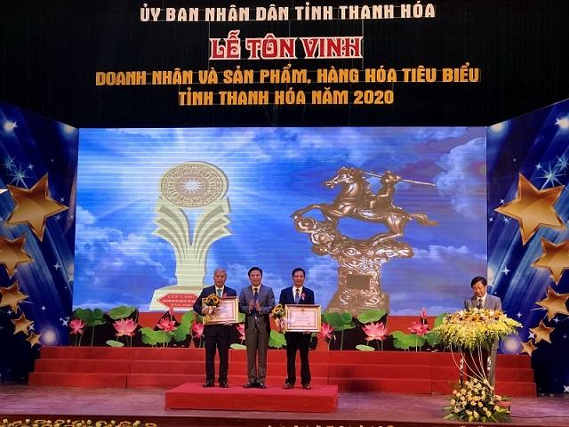 Thừa ủy quyền của Chủ tịch nước, đồng chí Đỗ Trọng Hưng, Phó Bí thư Thường trực Tỉnh ủy đã trao tặng Huân chương Lao động hạng Nhất, hạng Ba cho các doanh nghiệp.