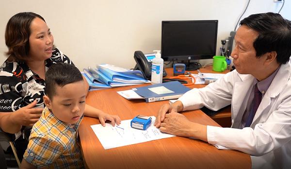 Kết quả nghiên cứu ghép tế bào gốc kết hợp giáo dục cho trẻ tự kỷ tại Vinmec được các nhà khoa học thế giới đánh giá đầy hứa hẹn, mở ra cơ hội cải thiện sức khỏe cho các em bé mắc căn bệnh này