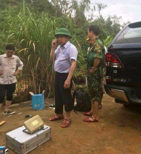 Chủ tịch UBND tỉnh TT Huế Phan Ngọc Thọ (đội mũ) chỉ đạo trực tiếp tại hiện trường