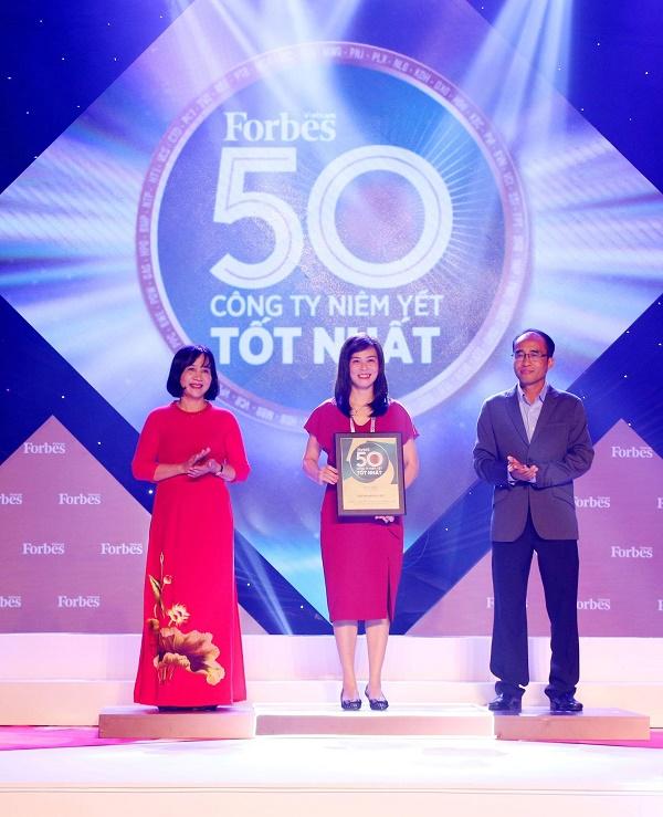 Bảo Việt - doanh nghiệp dẫn đầu ngành bảo hiểm 8 năm liên tiếp trong Top 50 công ty niêm yết tốt nhất Việt Nam