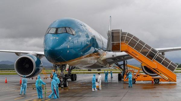 Sân bay Vân Đồn đón khách theo quy trình hàng không đặc biệt. (Ảnh: THẢO PHƯƠNG)