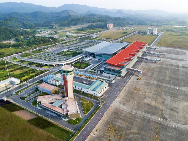 9 tháng, hơn 25.500 hành khách từ vùng dịch hạ cánh sân bay Vân Đồn an toàn. (Ảnh: THẢO PHƯƠNG)