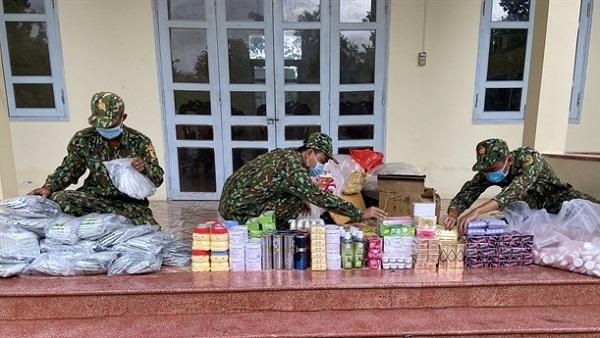 Đồn Biên phòng cửa khẩu quốc tế Tịnh Biên vừa bắt giữ 2 vụ buôn lậu thuốc lá, thuốc trừ sâu, mỹ phẩm từ Campuchia về Việt Nam, trị giá hàng hóa ước tính khoảng 80 triệu đồng.