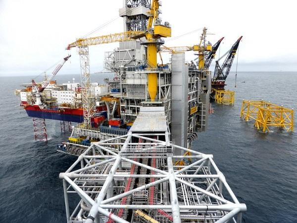 Giá dầu tiếp tục tăng do tồn kho Mỹ giảm
