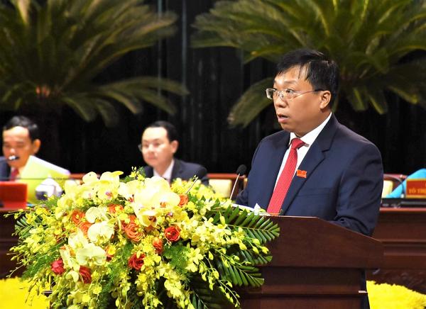 Ông Nguyễn Thanh Nhã, Giám đốc Sở Quy hoạch - Kiến trúc TP.HCM trình bày tham luận tại Đại hội