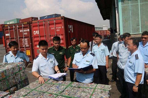Nhiều hãng tàu đang tồn đọng phế liệu tại cảng biển Việt Nam.