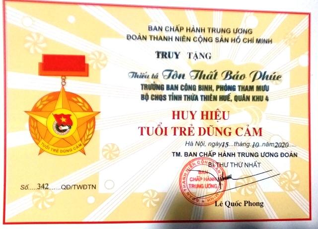 Huy hiệu Tuổi Trẻ Dũng cảm được trao cho Thiếu tá Tôn Thất Bảo Phúc