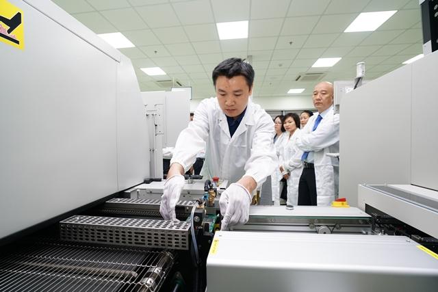 Dự án nghiên cứu, sản xuất, lắp ráp thiết bị điện tử công nghệ cao SMT triển khai ứng dụng, ươm tạo công nghệ tiên tiến tại Khu Công nghệ cao Đà Nẵng.