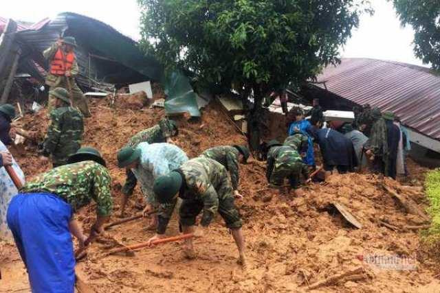 Lực lượng cứu nạn đang đào bới, tìm kiếm