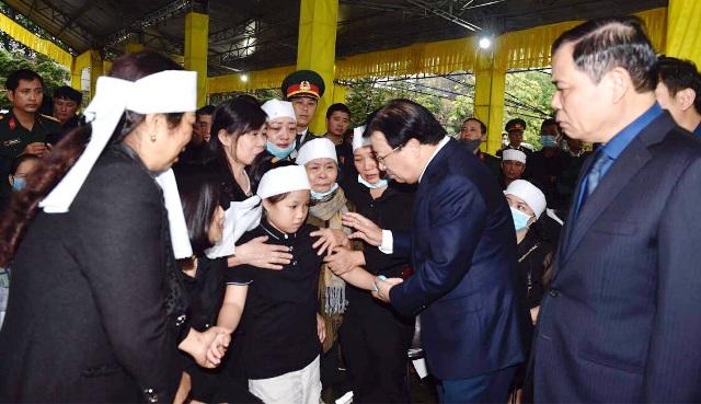 Phó Thủ tướng Trịnh Đình Dũng chia buồn cùng gia quyến các liệt sĩ