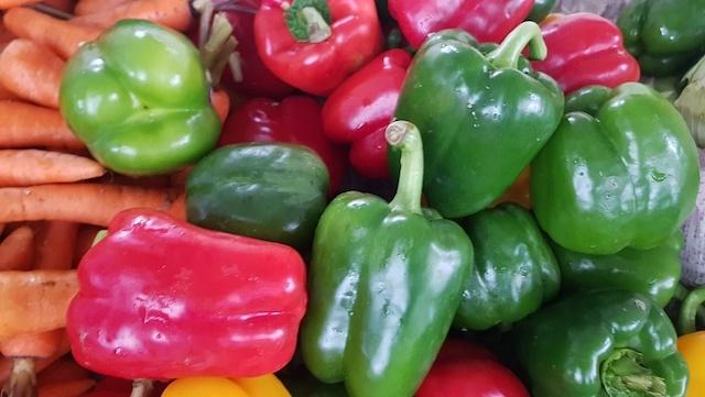 Giá thực phẩm hôm nay 18/10: Giá rau củ neo cao do mưa kéo dài