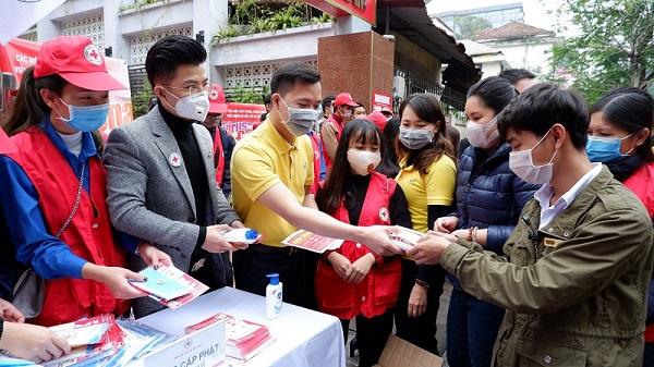 Vietnam Post miễn phí vận chuyển hàng cứu trợ đến vùng lũ lụt