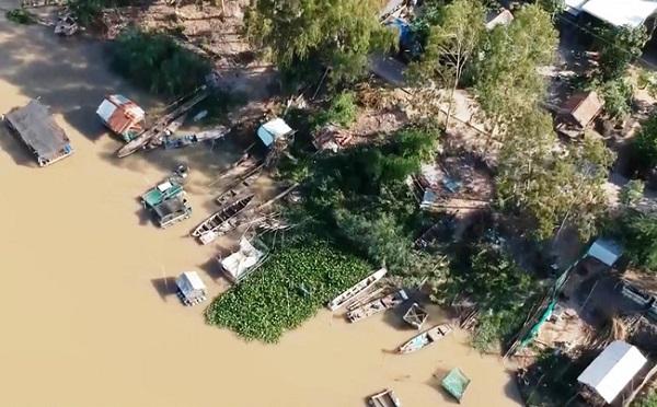 Mưa to đến rất to, nước dâng khiến nhiều nơi tại các tỉnh miền Trung ngập sâu trong biển nước