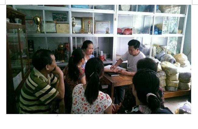 Thầy Lý Văn Nguyên khám chữa cho người bệnh