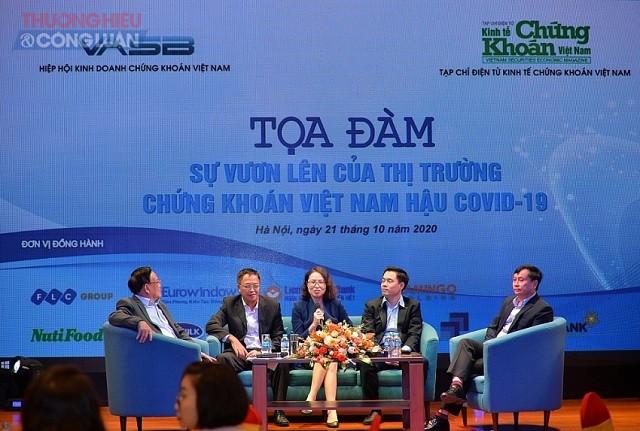 """Toàn cảnh Tọa đàm """"Sự vươn lên của thị trường chứng khoán Việt Nam hậu Covid-19""""."""