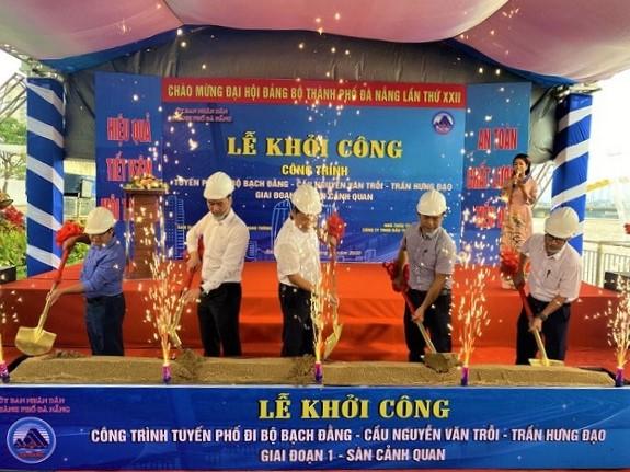 Lãnh đạo Ban QLDAĐTXDCTGT TP. Đà Nẵng cùng Công ty TNHH Đầu tư xây dựng Dacinco tại lễ khởi công tuyến phố đi bộ Bạch Đằng - cầu Nguyễn Văn Trỗi.