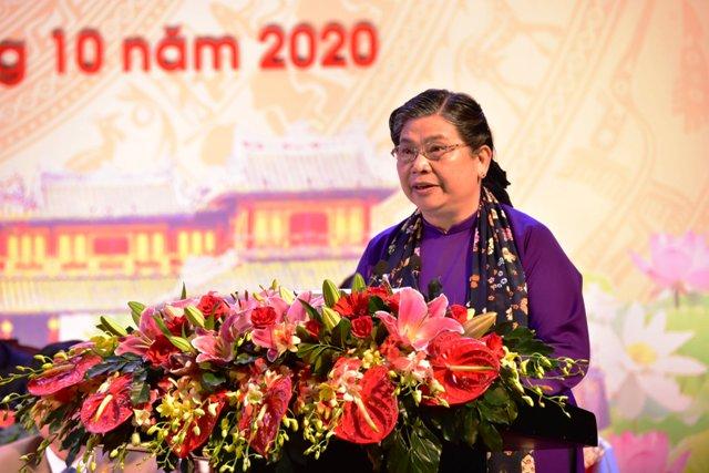 Bà Tòng Thị Phóng thay mặt Bộ Chính trị và Ban Bí thư phát biểu chỉ đạo đại hội