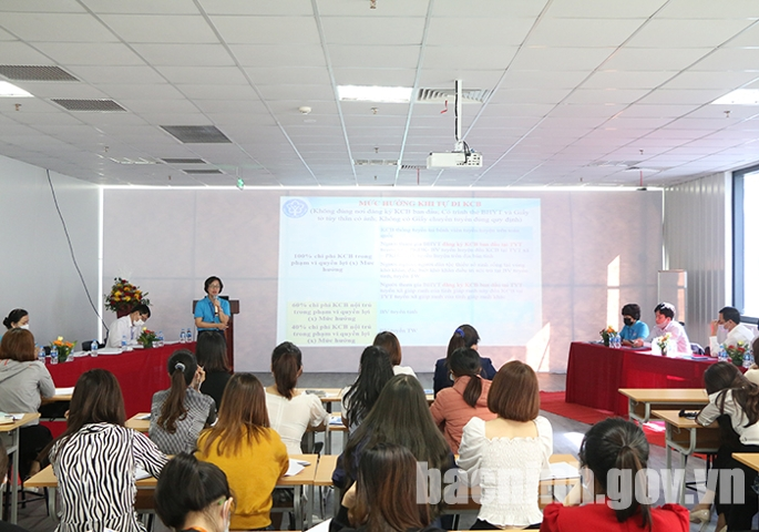 Đại diện BHXH tỉnh phổ biến, trao đổi những nội dung liên quan đến quyền lợi, trách nhiệm của người lao động