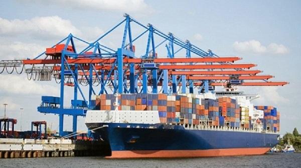 Hàng container qua cảng biển