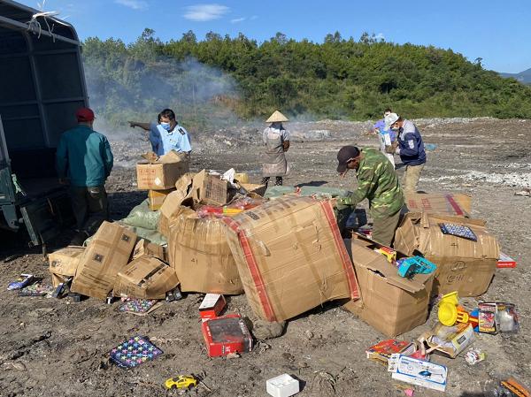 Hải quan Quảng Ninh tiến hành tiêu hủy số lượng lớn hàng hóa vi phạm đã bắt giữ trong các tháng 8, 9, 10/2020